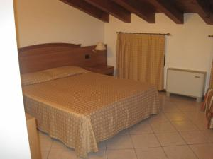 A bed or beds in a room at Hotel Annia