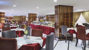 مطعم أو مكان آخر لتناول الطعام في فندق جيت واي