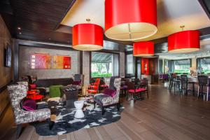 A restaurant or other place to eat at Hotel Derek Houston Galleria