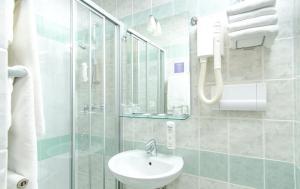 A bathroom at Hotel Punta