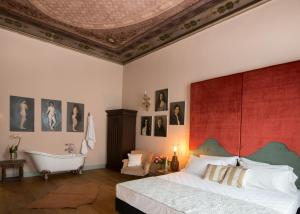 A bed or beds in a room at Soprarno Suites