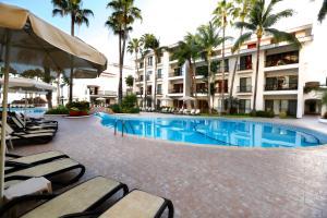 Het zwembad bij of vlak bij The Royal Cancun - All Suites Resort