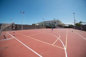 Instalaciones para jugar a tenis o squash en HD Beach Resort o alrededores