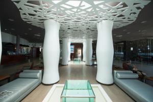 El vestíbulo o zona de recepción de HD Beach Resort