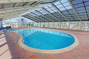 The swimming pool at or close to Montauk Blue Hotel