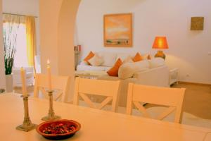 A seating area at Casa Pinha