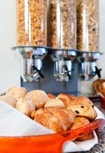 Breakfast options available to guests at Hotel Queen Anne