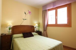 A bed or beds in a room at Hostal Campo Real Bed&Breakfast