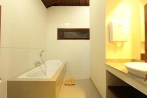 A bathroom at Mahanadewi Villa