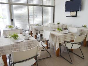 Un restaurante o sitio para comer en Hotel Suites Gaby