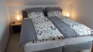 Ein Bett oder Betten in einem Zimmer der Unterkunft Haus Sonja