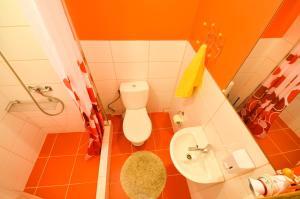 A bathroom at Veldzes Nams