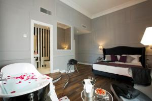 A bed or beds in a room at Relais Leone