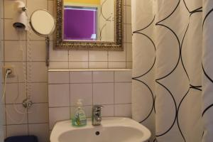 A bathroom at Station - Hostel for Backpackers