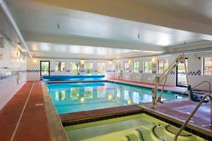 The swimming pool at or close to Glenwood Springs Cedar Lodge