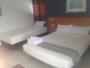 A bed or beds in a room at Riverview Tavern