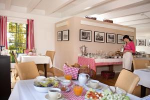 Ein Restaurant oder anderes Speiselokal in der Unterkunft Louisenhof Ferienapartments und Wellness