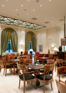 A restaurant or other place to eat at Volos Palace