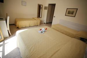 Letto o letti in una camera di Hotel Adler