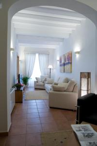 A seating area at Hotel Es Mercadal