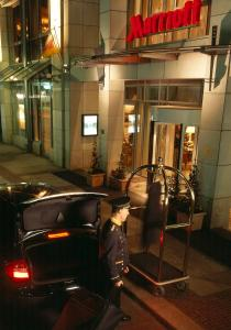 A restaurant or other place to eat at Leipzig Marriott Hotel