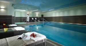 The swimming pool at or near Leipzig Marriott Hotel