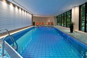 The swimming pool at or near Maritim Hotel Bad Homburg
