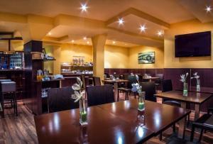 A restaurant or other place to eat at Hotel am Wilhelmsplatz