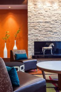 A seating area at Fairfield Inn and Suites Chicago Downtown-River North