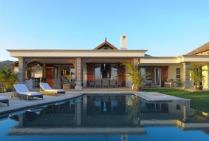 The swimming pool at or near Heritage The Villas