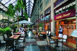 Ein Restaurant oder anderes Speiselokal in der Unterkunft Maritim Hotel Köln