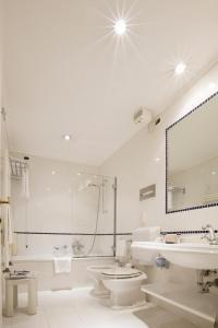 A bathroom at Hotel Principe