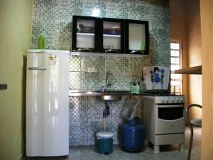 A kitchen or kitchenette at Chalés Som das Águas - Praia do Julião