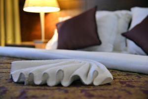 Cama ou camas em um quarto em Nozol Royal Inn Hotel