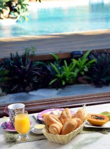 Breakfast options available to guests at Pousada do Namorado