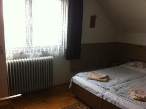 A bed or beds in a room at Póczáné Vendégszobái