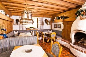 Ein Restaurant oder anderes Speiselokal in der Unterkunft Pension Bellevue