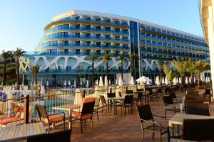 A restaurant or other place to eat at Vikingen Infinity Resort & Spa