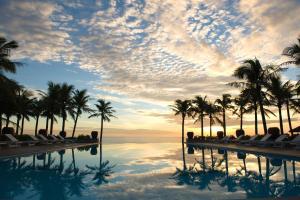 Hồ bơi trong/gần Sun Spa Resort & Villa