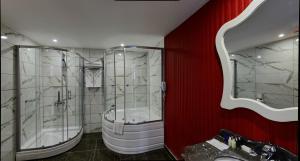 A bathroom at Vikingen Infinity Resort & Spa