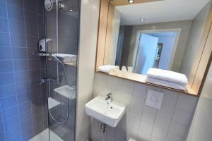 A bathroom at Premiere Classe Bordeaux Ouest - Mérignac Aéroport
