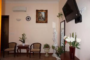 Télévision ou salle de divertissement dans l'établissement Hotel Filippo