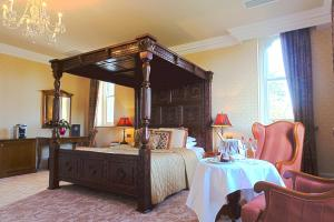 A restaurant or other place to eat at Kilronan Castle Hotel & Spa