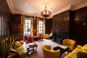 A seating area at Sir Christopher Wren Hotel