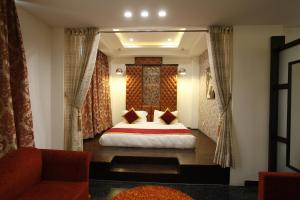 A bed or beds in a room at Hotel Saffron Leaf