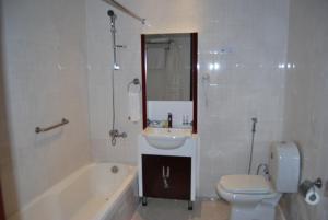 A bathroom at Sharjah International Airport Hotel