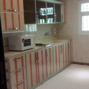 A cozinha ou cozinha compacta de Arka Al Agniha Furnished Units