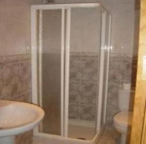 A bathroom at Hostal Emilio Barajas