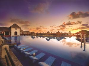 Бассейн в Now Sapphire Riviera Cancun или поблизости