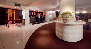 El vestíbulo o zona de recepción de Clarion Collection Hotel Folketeateret